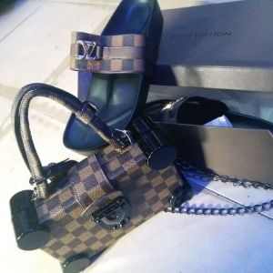 Lv set of slippers